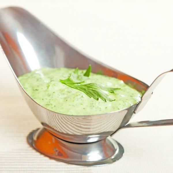 Green creamy salad dressing (1)